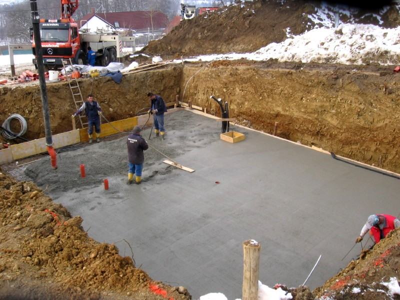 Подогретая бетонная смесь безусадочная бетонная смесь наливного типа